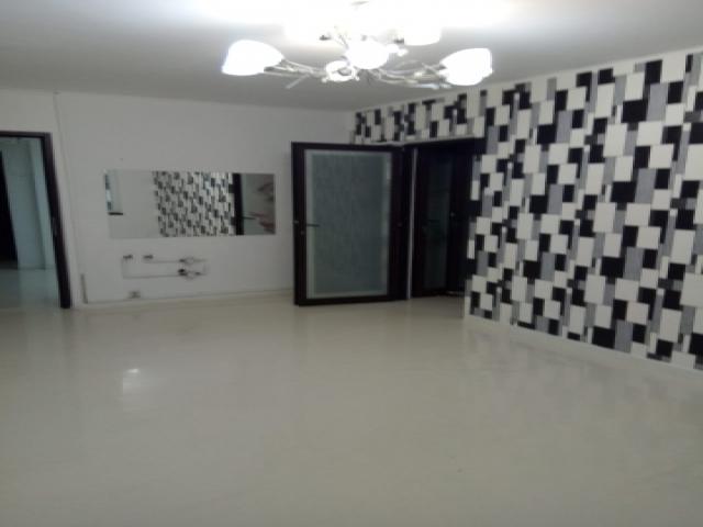 Inchiriez apartament 4 camere Dristor / Rm Valcea parter stradal, amenajat ca spatiu comercial intrare separata