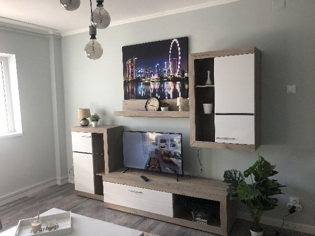 Inchiriez apartament de 3 camere in Teiul Doamnei